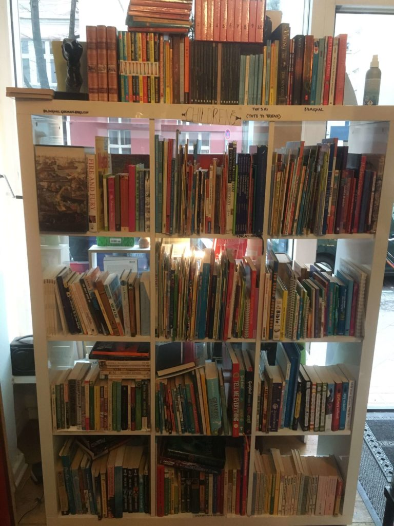 Children's book shelf in Berlin book nook - a family-friendly place in Neukölln