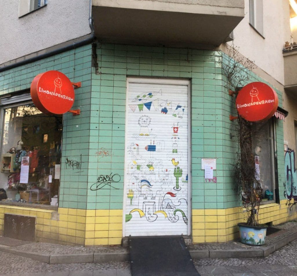 entrance to the limonadenbaum store - a good store for families in Neukölln